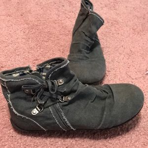 Shoe- zipper side grey very lightweight